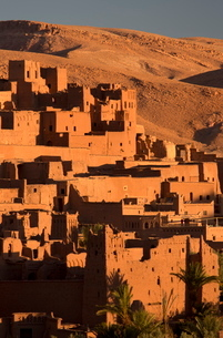 Kasbah Ait Benhaddou, an ancient fortified village (Ksar) on the old caravan route between the Saharの写真素材 [FYI03761443]