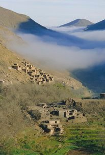 Mist rising above a village in the High Atlas mountainsの写真素材 [FYI03761531]