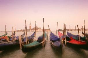 Gondolas, Venice, Venetoの写真素材 [FYI03761537]
