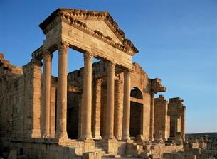 Roman ruins, Sbeitla, Tunisiaの写真素材 [FYI03761553]