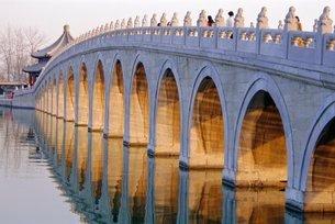 Seventeen Arch Bridge, Kumming Lake, Summer Palace, Beijingの写真素材 [FYI03761574]