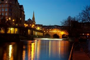 Pulteney bridge, Bath, Somersetの写真素材 [FYI03761584]