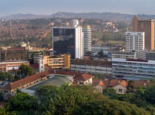 City skyline, Kampala, Ugandaの写真素材 [FYI03761732]