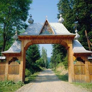 Typical Moldavian gateway, Horaita Monastery, Moldavia, Romaniaの写真素材 [FYI03761816]