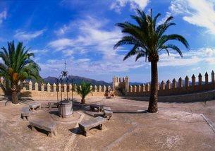 Church Courtyard, Arta, Mallorcaの写真素材 [FYI03761932]