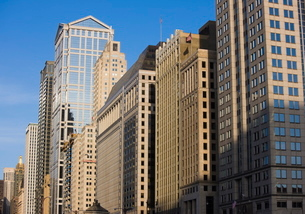 Buildings along West Wacker Drive, Chicago, Illinois'の写真素材 [FYI03762077]