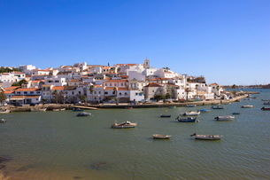 Ferragudo, Algarveの写真素材 [FYI03762122]