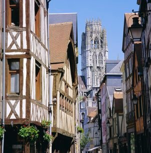 Old houses and St. Ouen Church, Rouen, Seine Maritime, Haute Normandie (Normandy)の写真素材 [FYI03762403]