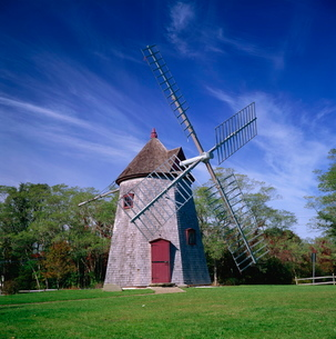 The oldest windmill on Cape Cod, dating from 1680, at Eastham, Massachusetts, New England'の写真素材 [FYI03762421]
