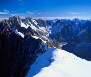 Mont Blanc Mountain Range, Alps, Haute Savoieの写真素材 [FYI03762522]
