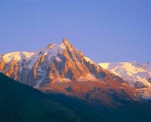 Mont Blanc range in the French Alps, near Chamonix, Haute-Savoieの写真素材 [FYI03762527]