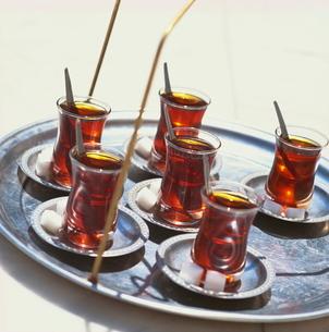Tray of Turkish teas, Turkey, Eurasiaの写真素材 [FYI03762750]