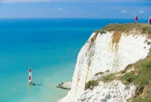Beachy Head and lighthouse on chalk cliffs, East Sussexの写真素材 [FYI03762781]