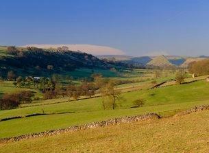 The Upper Dove Valley, Pilsbury, Hartington, Peak District National Park, Derbyshireの写真素材 [FYI03762950]