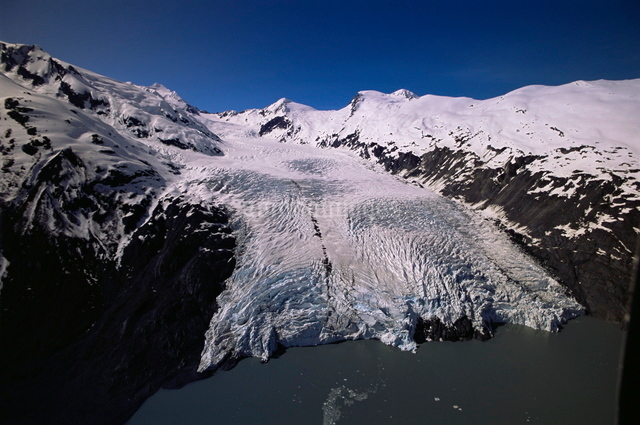 Overview of Portage Glacier from helicopter, Portage, Alaskaの写真素材 [FYI03762999]