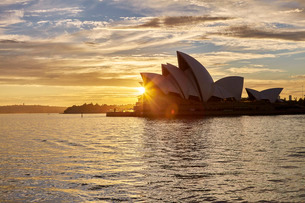 Sydney Opera House, at sunrise, Sydney, New South Walesの写真素材 [FYI03763052]