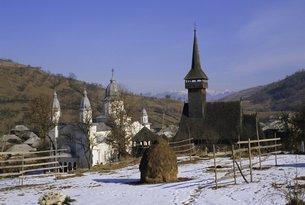 Churches in Maramuresh (Maramures), Romaniaの写真素材 [FYI03763061]