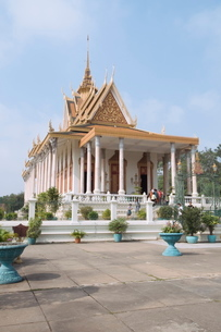 The Silver Pagoda, so named because the floor is lined with silver, The Royal Palace, Phnom Penh, Caの写真素材 [FYI03763069]