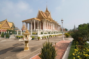 The Silver Pagoda, so named because the floor is lined with silver, The Royal Palace, Phnom Penh, Caの写真素材 [FYI03763085]