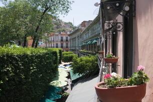 In the main square or Jardin de la Union in Guanajuato, a , Guanajuato, Guanajuato State, Mexico'の写真素材 [FYI03763208]