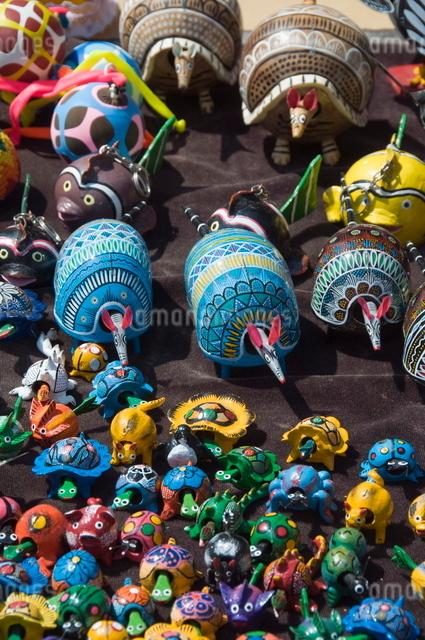 Colourful wooden animals for sale in Guanajuato, Guanajuato State, Mexico'の写真素材 [FYI03763209]