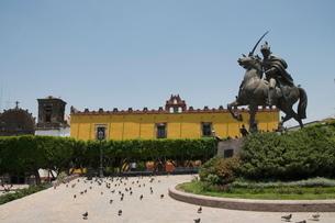 Plaza de Allende, a square near Templo de Nuestra Senora de la Salud church, San Miguel de Allende (の写真素材 [FYI03763250]