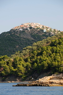 Old Alonissos on hill, Alonissos, Sporades Islands, Greek Islandsの写真素材 [FYI03763334]