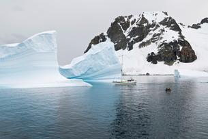 Errera Channel, Antarctic Peninsula, Antarcticaの写真素材 [FYI03763400]