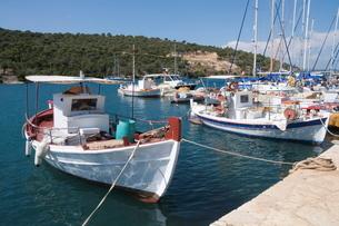 Fishing boats, Meganisi, Ionian Islands, Greek Islandsの写真素材 [FYI03763537]