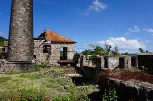 Derelict old sugar mill, Nevis, St. Kitts and Nevis, Leeward Islands, Caribbeanの写真素材 [FYI03763786]