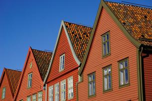 Traditional wooden Hanseatic merchants buildings of the Bryggen, Bergen, Hordaland, Norway, Scandinaの写真素材 [FYI03763811]