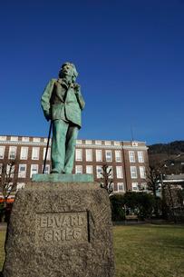 Statue of composer Edvard Grieg, Bergen, Hordaland, Norway, Scandinaviaの写真素材 [FYI03763899]