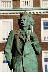Statue of composer Edvard Grieg, Bergen, Hordaland, Norway, Scandinaviaの写真素材 [FYI03763923]