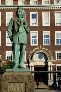 Statue of composer Edvard Grieg, Bergen, Hordaland, Norway, Scandinaviaの写真素材 [FYI03763927]