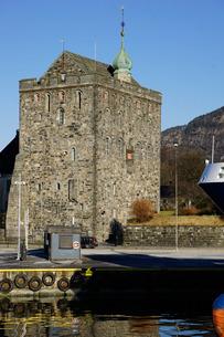 Rosenkrantztarnet Tower, Bryggen, Bergen, Hordaland, Norway, Scandinaviaの写真素材 [FYI03763932]