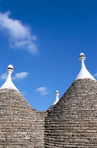 Old trulli houses with stone domed roof, Alberobello, Pugliaの写真素材 [FYI03763997]