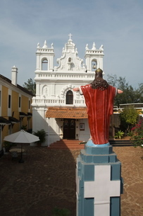 Old Portuguese church in grounds of Fort Tiracol, Goaの写真素材 [FYI03764026]