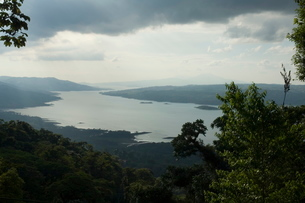 View of Lake Arenal, or Laguna de Arenal, from top of Sky Tram, Arenal, Costa Ricaの写真素材 [FYI03764059]