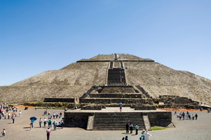 Pyramid of the Sun, Teotihuacan, 150AD to 600AD and later used by the Aztecs, north of Mexico City,の写真素材 [FYI03764184]