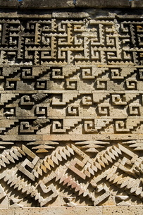 Fantastic geometric carving, Palace of the Columns, Mitla, an ancient Mixtec site, Oaxaca, Mexico'の写真素材 [FYI03764205]