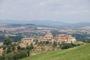 Typical view of the Tuscan landscape, Le Crete (The Crete), Tuscanyの写真素材 [FYI03764334]