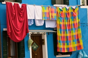 Washing day, Burano Island, Venice, Venetoの写真素材 [FYI03764608]