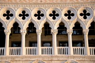 Logia detail, Palazzo Ducale (Doges Palace), Piazza San Marco, San Marco, Venice, Venetoの写真素材 [FYI03764648]