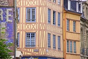Half timbered Norman facades, Rouen, Normandyの写真素材 [FYI03764697]