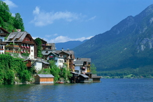 The village of Hallstatt, Salzkammergut, Austriaの写真素材 [FYI03764711]