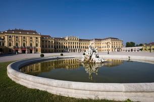 Front Facade, Schonbrunn Palace, Vienna, Austriaの写真素材 [FYI03764779]