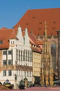 Schoene Brunnen (Beautiful Fountain), Nuremberg, Bavariaの写真素材 [FYI03764960]