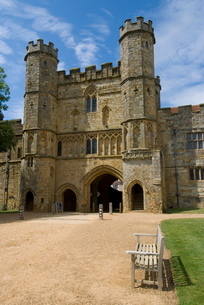 Main entrance and Gatehouse, Battle Abbey, Battle, Sussexの写真素材 [FYI03764988]