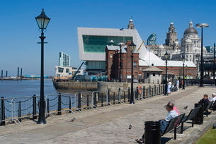 View from Albert Dock, towards the new Museum of Liverpool and the Three Graces, Liverpool, Merseysiの写真素材 [FYI03764997]