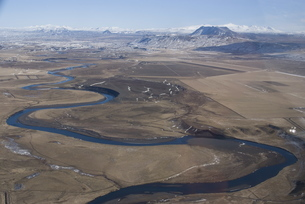 River leading to Eyjafjallajokull Glacier, South Iceland, Icelandの写真素材 [FYI03765011]